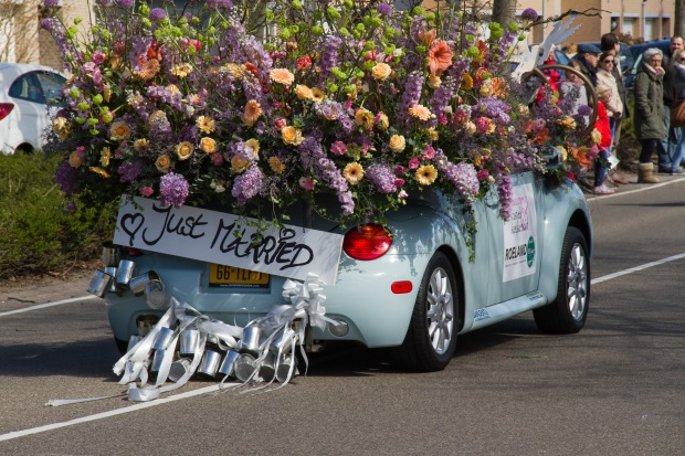 """Just Married"" display on a Volkswagen Beetle - ridiculous."