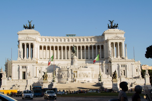 Piazza Venezia & the Altare della Patria along the way.